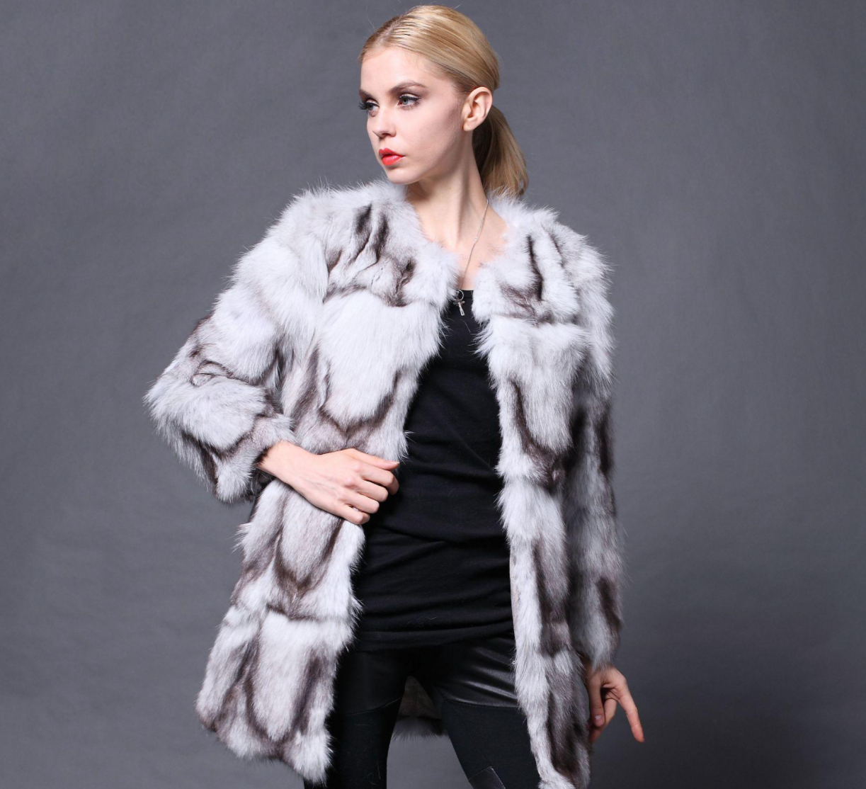 引领冬日着装新风潮 纯袖女装让优雅时尚与你相伴而行