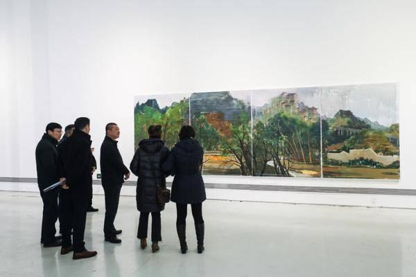 """在""""苗朵向阳开""""公益画展里探寻生动的艺术"""