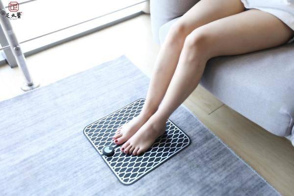 EMS塑脚垫,洗脚后的按摩人,按摩,塑腿的图片
