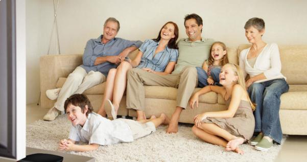 家用投影仪什么品牌的好?当贝F1智能投影仪适合父母长辈